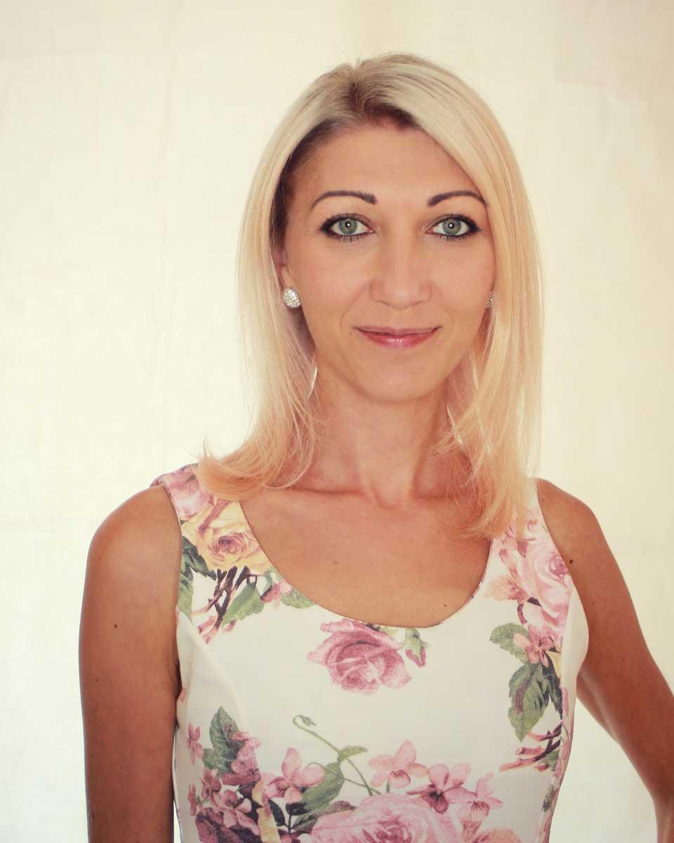 Lena - zuständig für das perfekte Braut Make Up bei Hair & Flair Diana in Frankfurt