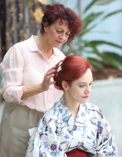 Diana Axt kümmert sich bei Hair & Flair Frankfurt liebevoll um die Brautfrisuren