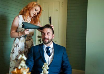 Auch der Bräutigam darf beim Styling nicht zu kurz kommen