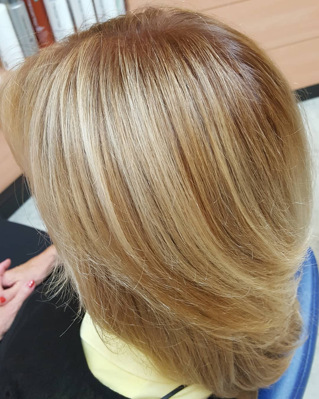 Das Bild zeigt das Ergebnis einer Sunkissed Balayage in unserem Frankfurter Salon - Haare wie von der Sonne geküsst